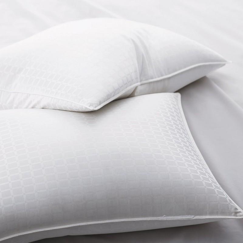 90% valkoisia hanhi untuvatyynyjä, joissa '' ikkunaluukun kuvio