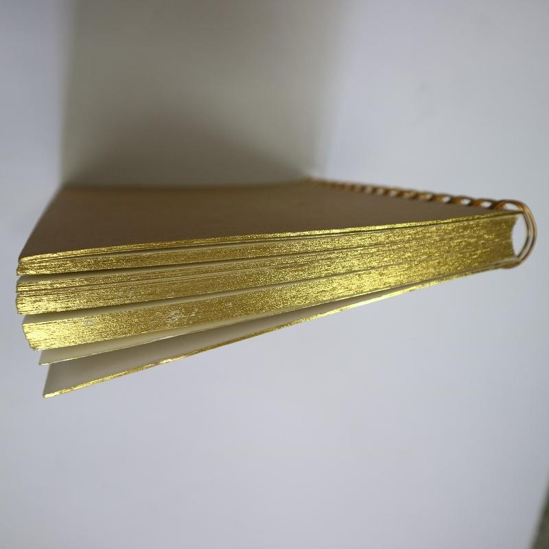 Kultaleimattu kela sitova muistikirja retro-tyyliin